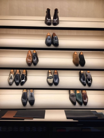 Organisation of a visit in a shop of luxury footwear